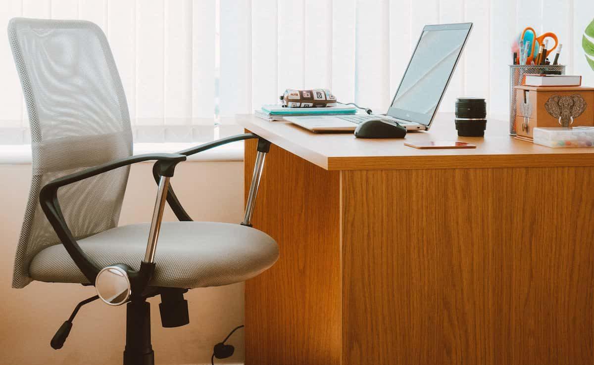 Manually Adjusting Your Desk